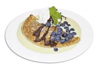 Eierpfannkuchen mit Blaubeerfüllung